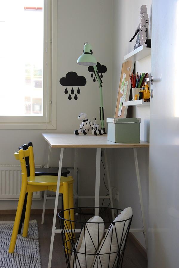 työpiste-lastenhuone-pöytä