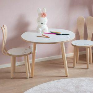 Lastenhuoneen pöytä ja tuolit